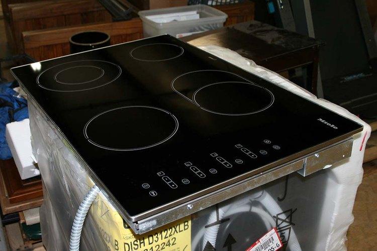 Sólo utiliza los utensilios de cocina recomendados para cocinas vitrocerámicas eléctricas.