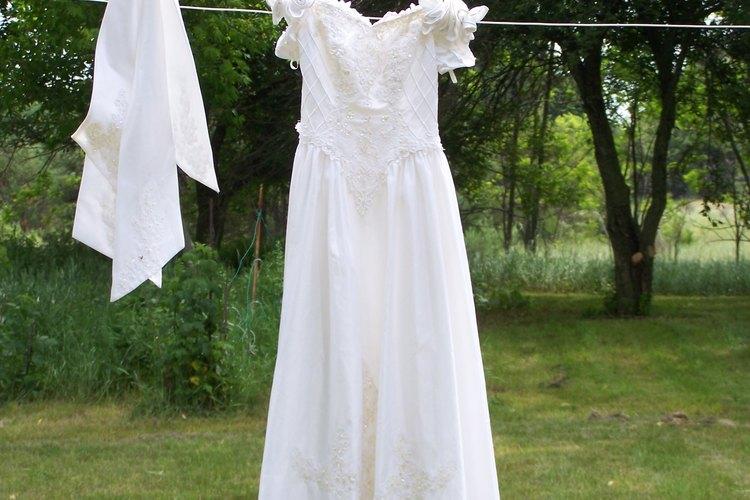 cómo lavar a máquina un vestido de novia de raso |