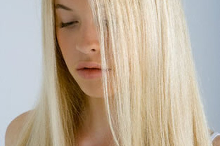 Utiliza tratamientos para acondicionar tu cabello con el fin de devolverle la humectación.