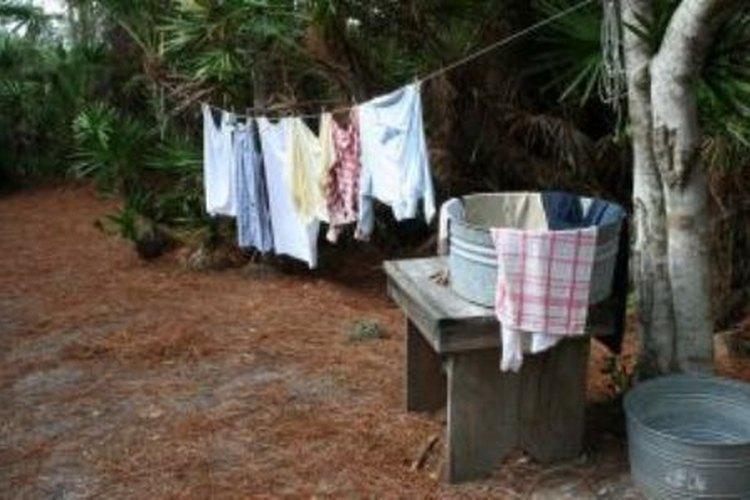 Seca la ropa al sol.