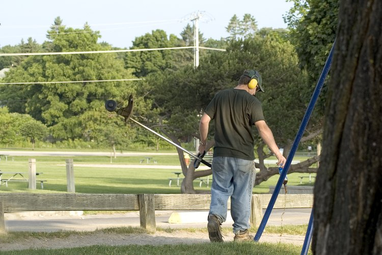 Una cortadora de cuerda es esencial para emparejar el crecimiento del césped.