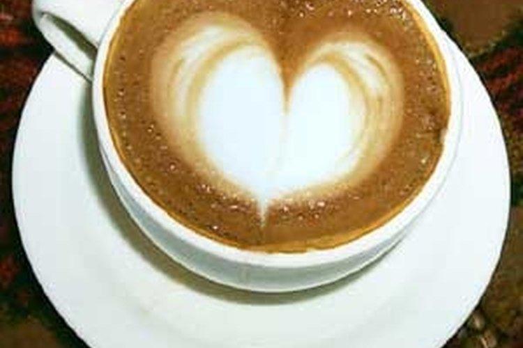 Aquí hay algunas alternativas para endulzar tu café sin azúcar.