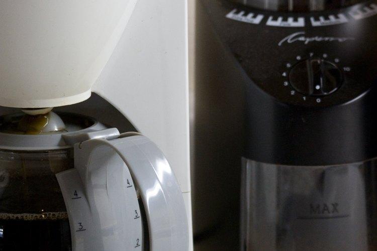 Usa granos gruesos en una cafetera francesa.
