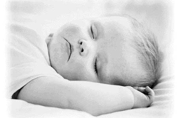 Es importante que no dejes dormir a tu bebé durante el momento en que tienes que alimentarlo.