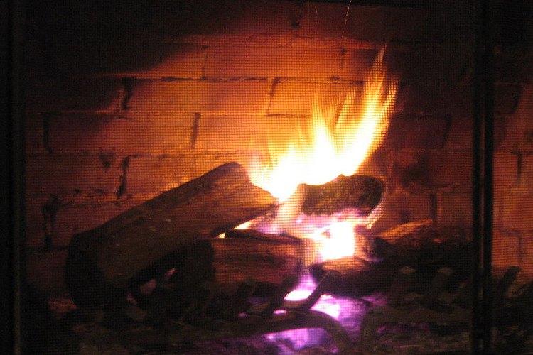 Los troncos limpiadores de chimeneas son usados por muchos dueños para limpiar la acumulación de creosota en sus chimeneas por el uso frecuente.
