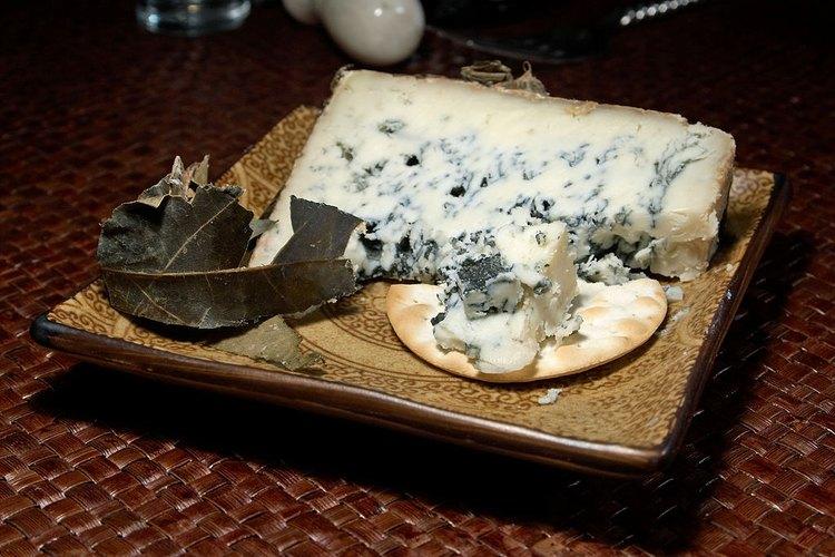 Congelar el queso es una manera sencilla de almacenar cualquier cantidad extra del mismo.