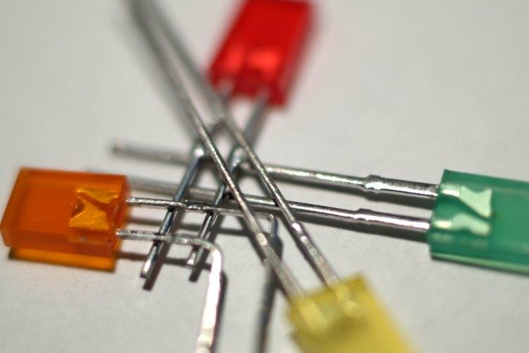 Este instructivo te explica cómo calcular la resistencia que necesitas para encender un LED.