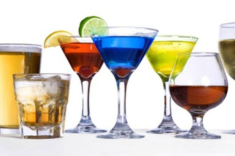 Ser un bartender, ya sea de forma amateur o profesional, es más que solo servir bebidas.