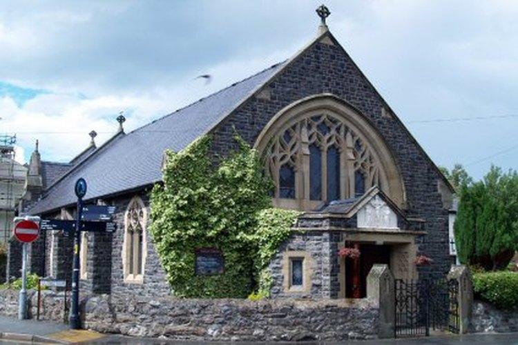 Puedes ver el fantasma de los diseños originales de la iglesia en las modernas.