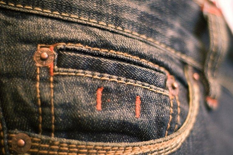 Usar camisas que no necesitan meterse en el pantalón, mantiene el arreglo oculto.