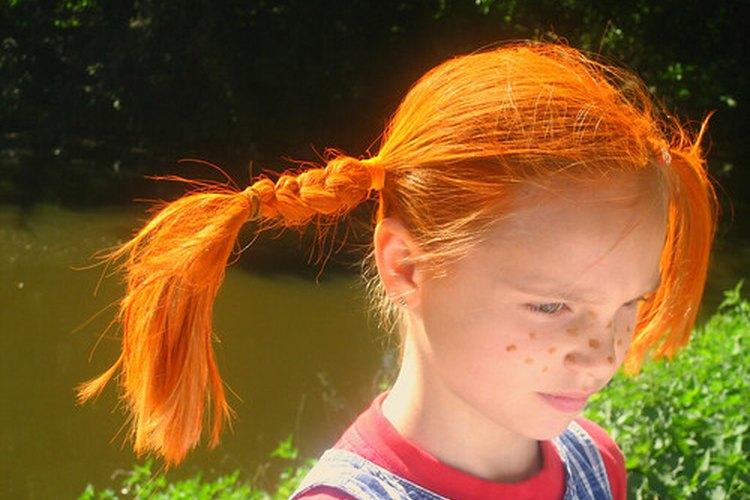 El cabello se puede volver quebradizo por la deficiencia de ácidos Omega-3.