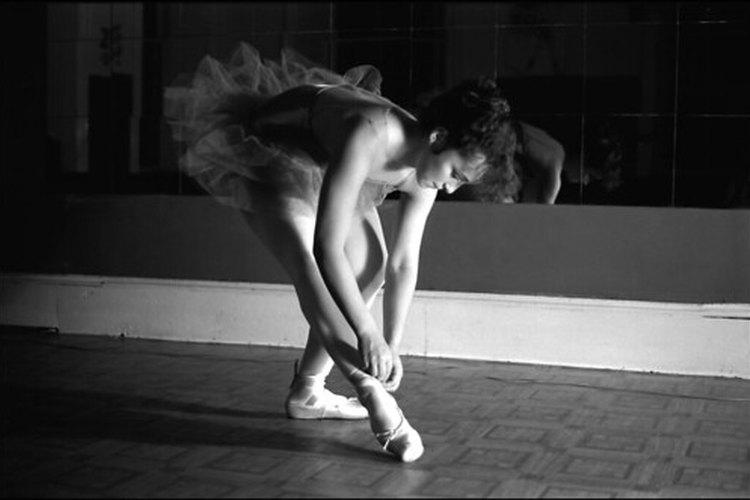 Las bailarinas usan calentadores para las piernas como parte de su uniforme.