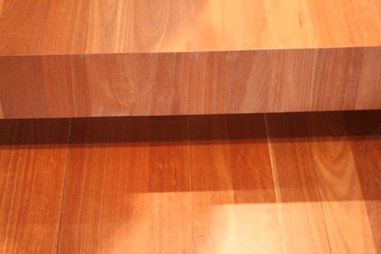 Los pisos laminados cuestan menos que los de madera de ingeniería.