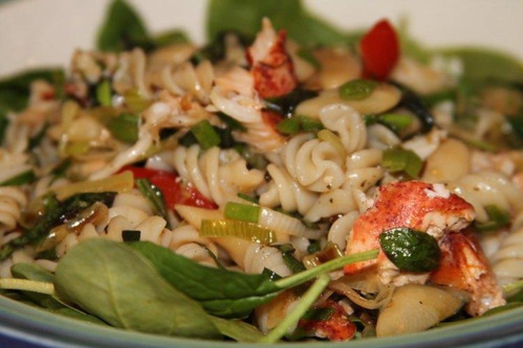 Los guisos con pastas se pueden adaptar a una dieta baja en proteínas.
