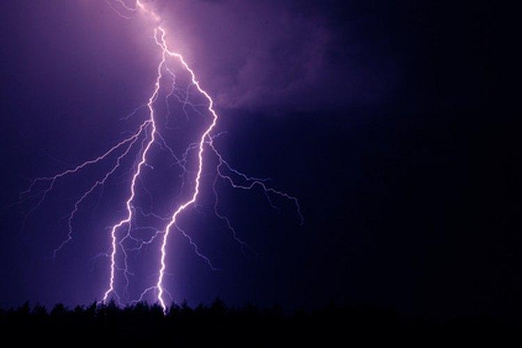 Los meteorólogos estudian el clima.