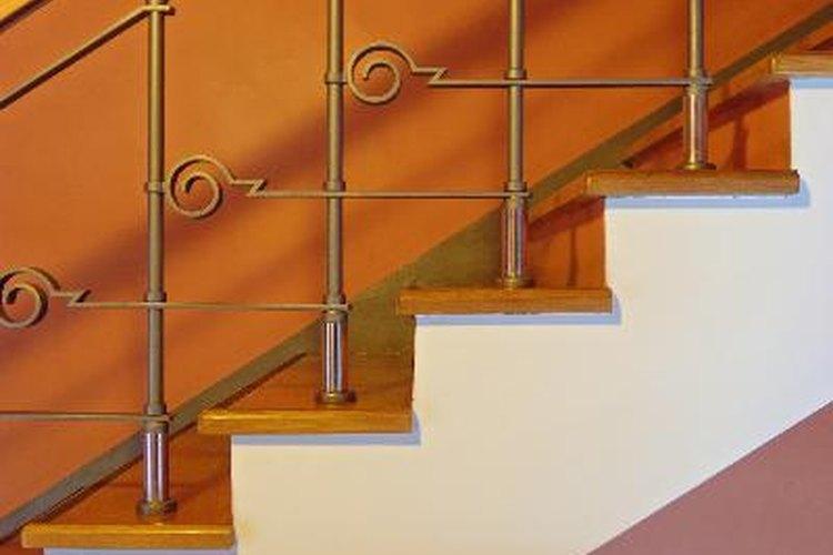 Cómo doblar pasamanos para un tramo curvo de escaleras |