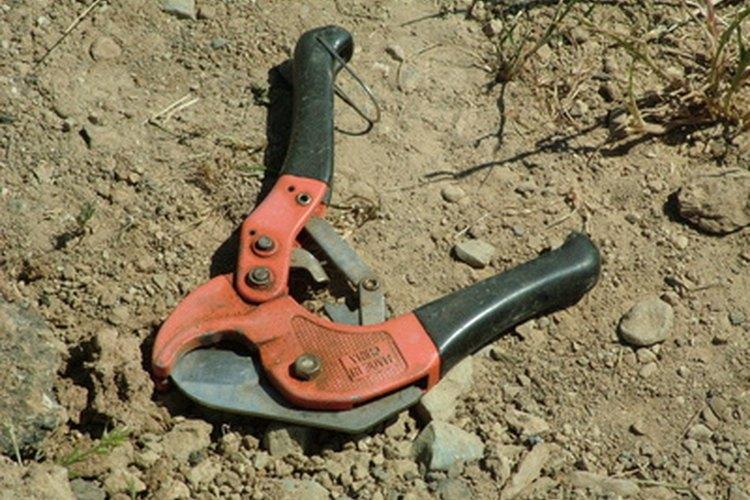 Los cortadores de PVC pueden utilizarse para cortar pérdidas en el tubo.