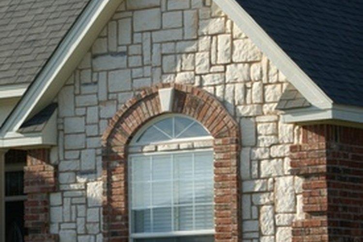 Aprende cómo poner cortinas sobre ventanas arqueadas o curvas.