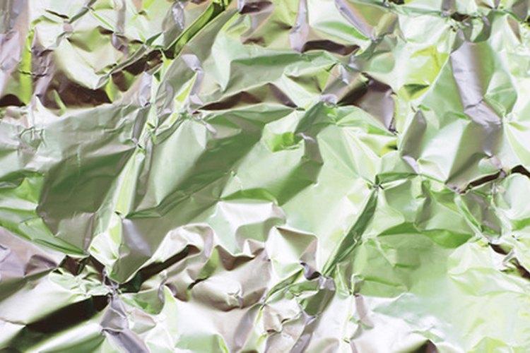 El papel de aluminio puede parecer papel metalizado, pero es muy diferente.