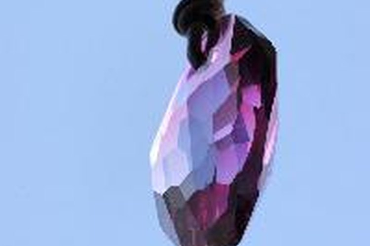 La empresa Swarovski es famosa por la calidad del corte y pulido de los cristales que fabrican.