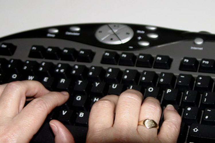 Coloca los dedos en la fila intermedia de teclas.
