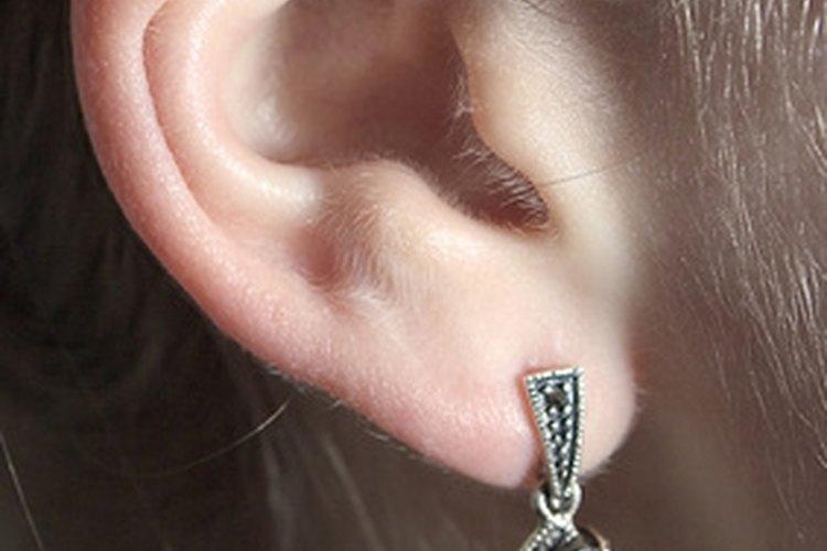 La perforación de la oreja es una forma creativa de expresión.
