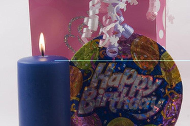 Planea una divertida fiesta de 55 años para alguien en tu vida.