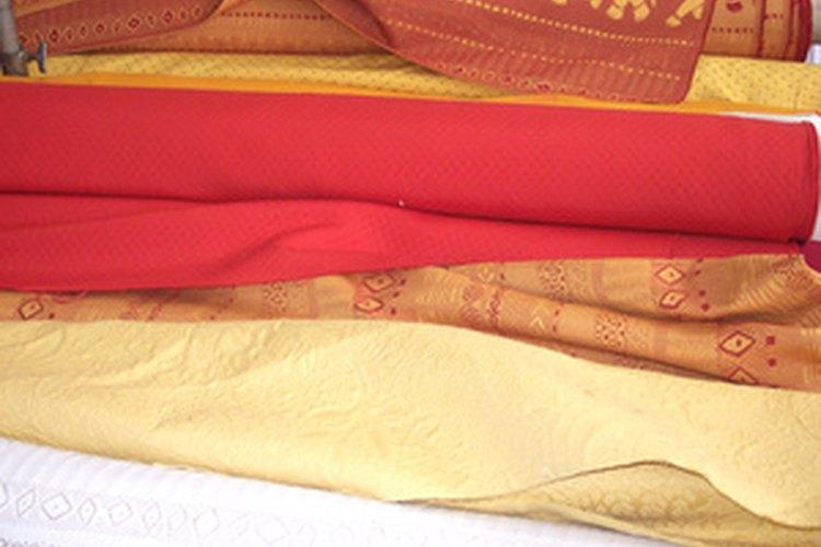 El voile es una tela liviana que constituye una opción popular para cortinas transparentes.