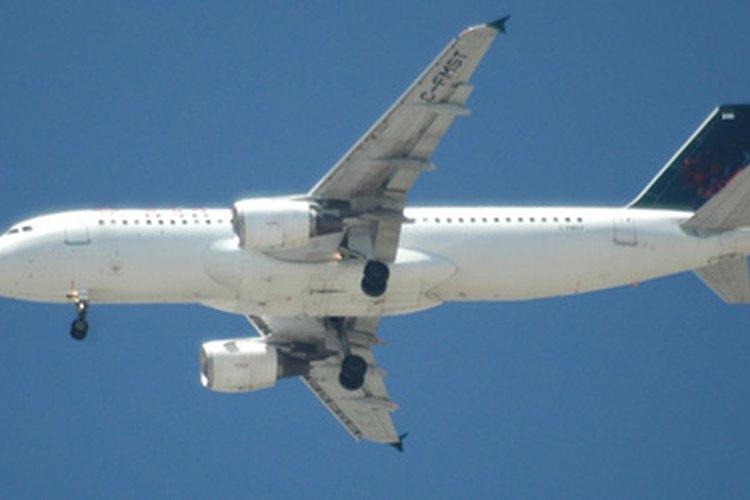 Los mecánicos utilizan una gran cantidad de diferentes herramientas para mantener los aviones en el debido estado y aeronavegabilidad.