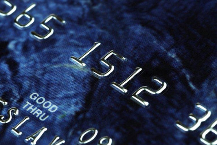 Un congelamiento de una tarjeta de cajero automático por parte del cajero es una precaución de seguridad.