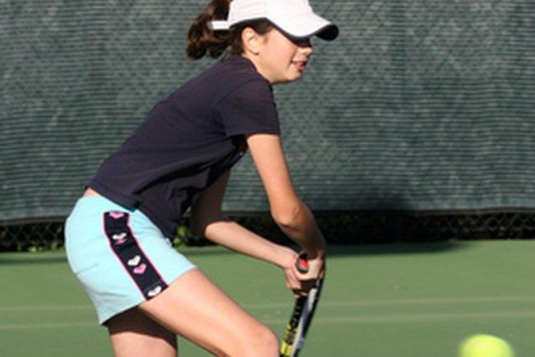 El tenis es una muy buena forma de mantenerte activo.