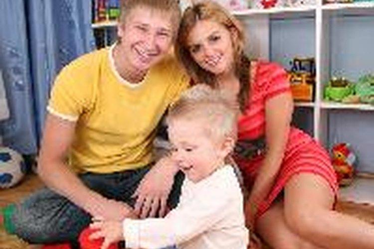Los padres pueden trabajar con los niños pequeños para aprender nuevas habilidades.