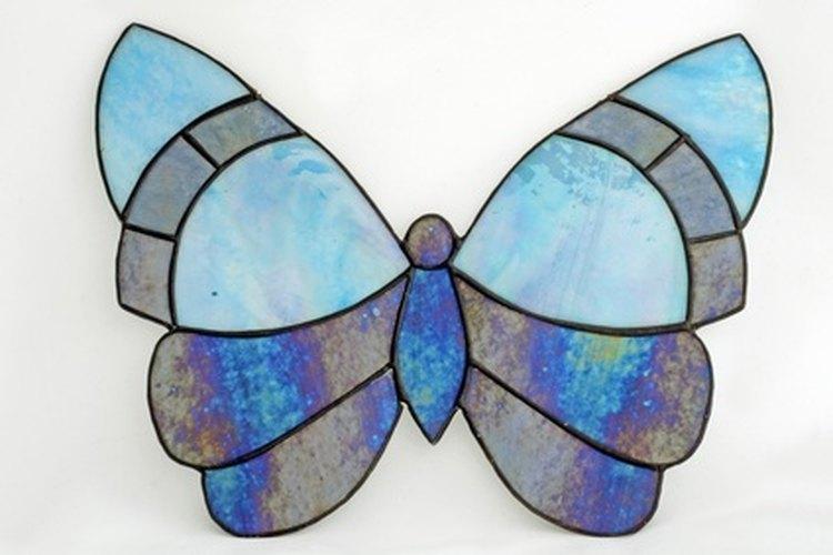 La mariposa azul karner está listada como una especie en peligro debido a la pérdida de su hábitat y a la disminución de las plantaciones de lupinos salvajes.