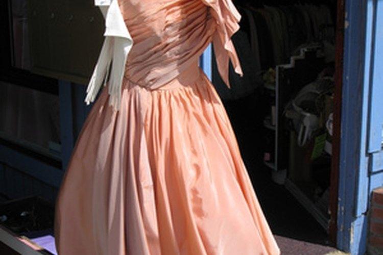 Los vestidos y los sombreros eran una vestimenta común de los años 50.