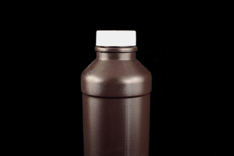 Muchos juegos de remoción de cera de venta libre contienen peróxido de hidrógeno.