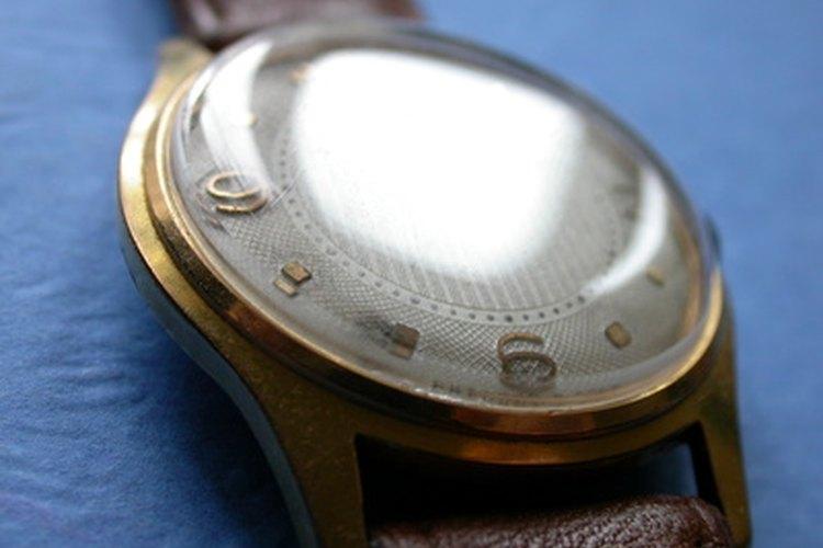 Muchos cristales de los relojes están hechos de vidrio mineral.