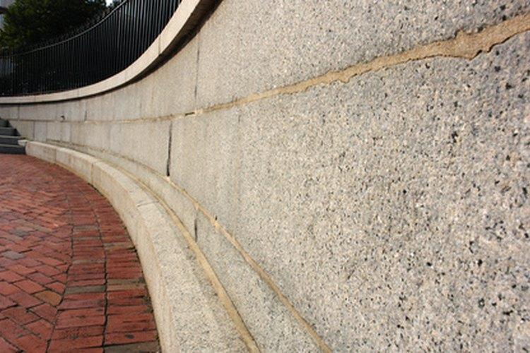 C mo eliminar el moho de las paredes de cemento Moho en la pared