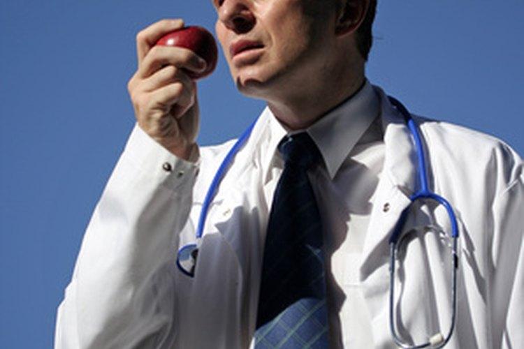 Los médicos son los profesionistas mejor pagados en Estados Unidos.