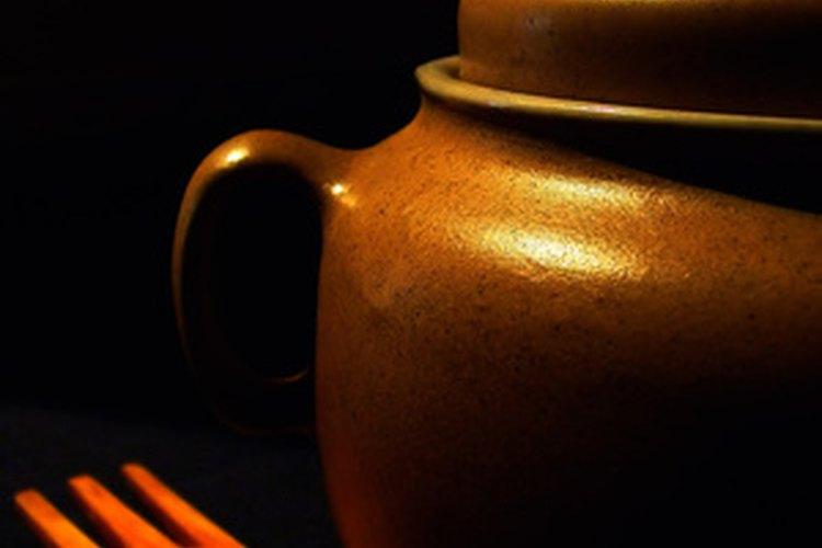 Hornea la cerámica.
