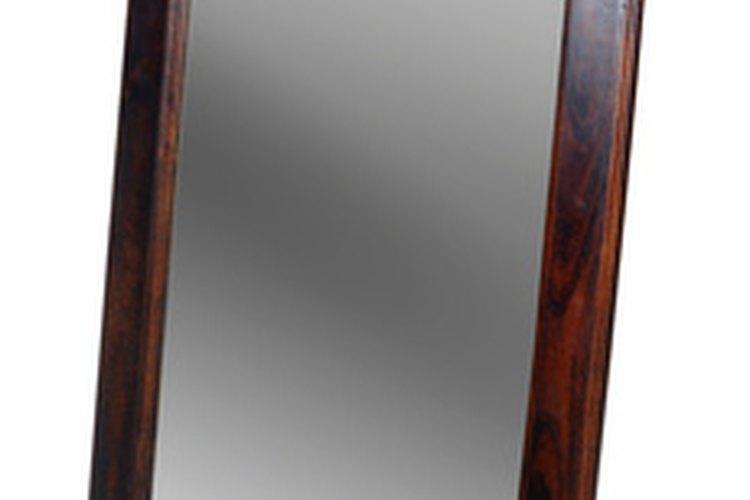 Siempre compra un espejo y marco de alta calidad para tener exactitud.