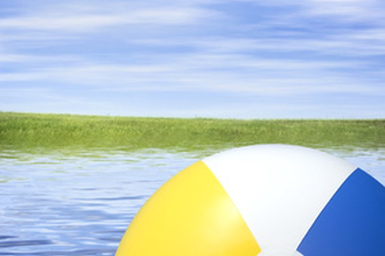 Puedes usar los balones de playa para jugar muchas actividades.