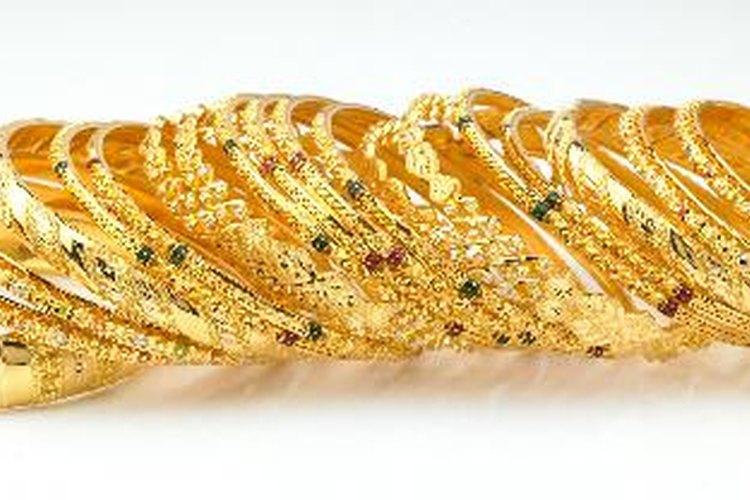 El mayor productor de pulseras de brazaletes de cristal en la India es Firozabad, situado en Uttar Pradesh.