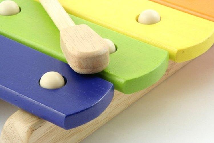 Puedes utilizar instrumentos musicales con algunos niños con capacidades diferentes.