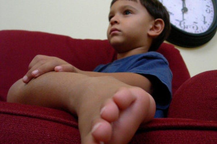 Usa la InteracTV de Fisher-Price para hacer que tu hijo se levante del sofá.