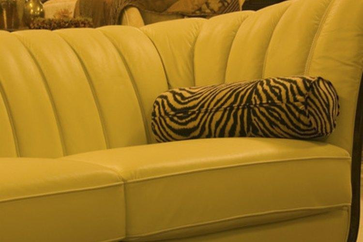Ten mucho cuidado al limpiar los cojines de microfibra del sofá.