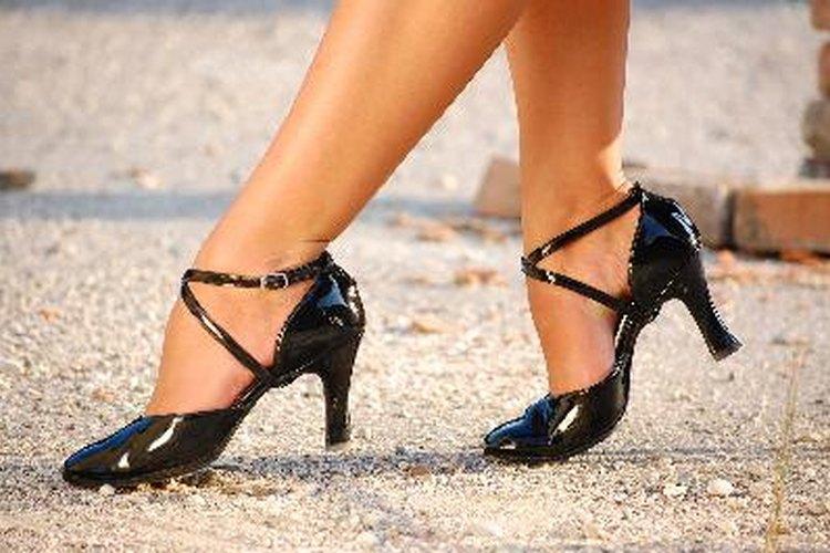 Pon tiras antifricción en las suelas de los zapatos.