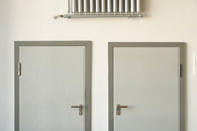 La escuela Bauhaus se centra en las artes aplicadas al diseño.