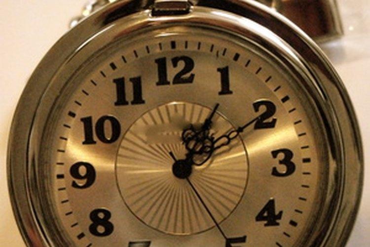 El Casio 2747 es un reloj doble analógico/digital.
