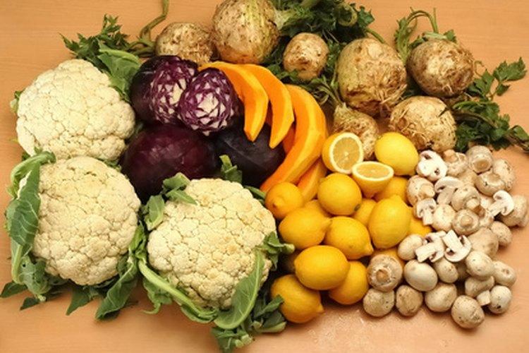 Destaca las características únicas de cada fruta y verdura es la mejor manera de hacer una escultura comestible impresionante.