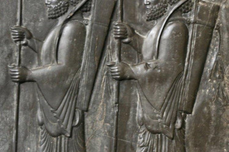 Los persas antiguos grababan imágenes en piezas de piedra.